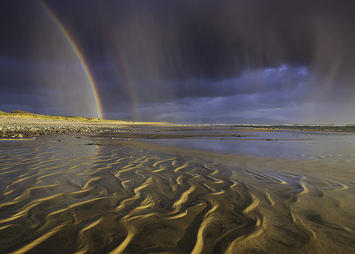 RainbowBeach1-flickr-photos-jixxer-10632087515-creativecommons.org-licenses-by-nc-nd-2.0.jpg